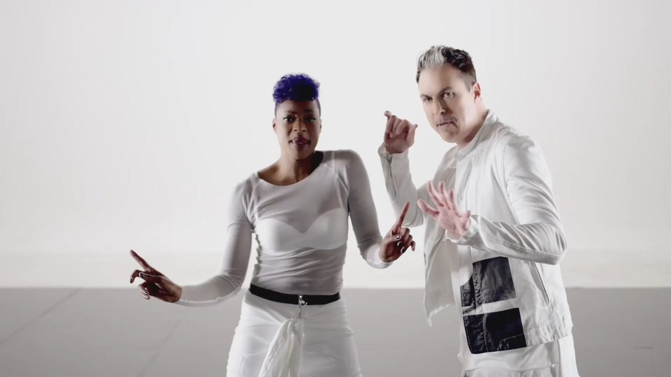 F334.Fitz and The Tantrums – HandClap-[195M.mp4-1080P].mp4_20191101_035453.865.jpg